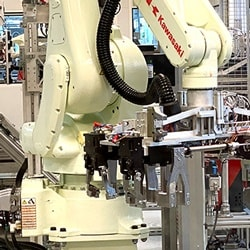 Robot na wyposażeniu zautomatyzowanej linii produkcyjnej