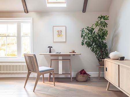 Der Sitz-Steh-Tisch Noa von Benchmark