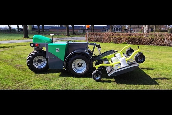 Driverless tractor by Farmertronics