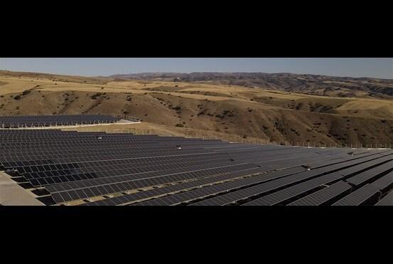 TEKNOSYS podnosi wydajność elektrowni słonecznych dzięki zastosowaniu technologii siłowników
