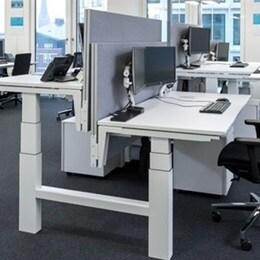 Maersk, elektrikli yükseklik ayarlı masaları tercih etti