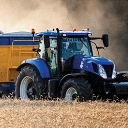 農地のトラクター