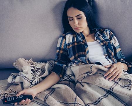 Quedarse dormido enfrente de la televisión ya no es un problema.