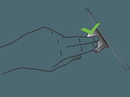 Inclinare il pannello DPG1C verso il basso