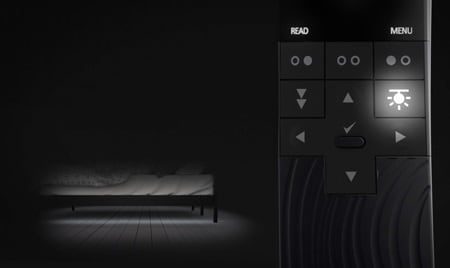 Under Bed Light skapar en dämpad belysning under sängen för att vägleda användaren diskret utan att störa partnern.