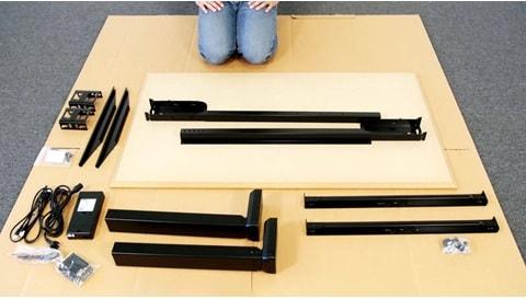 Desk Frame 1:オフィスデスクの組み立て方法