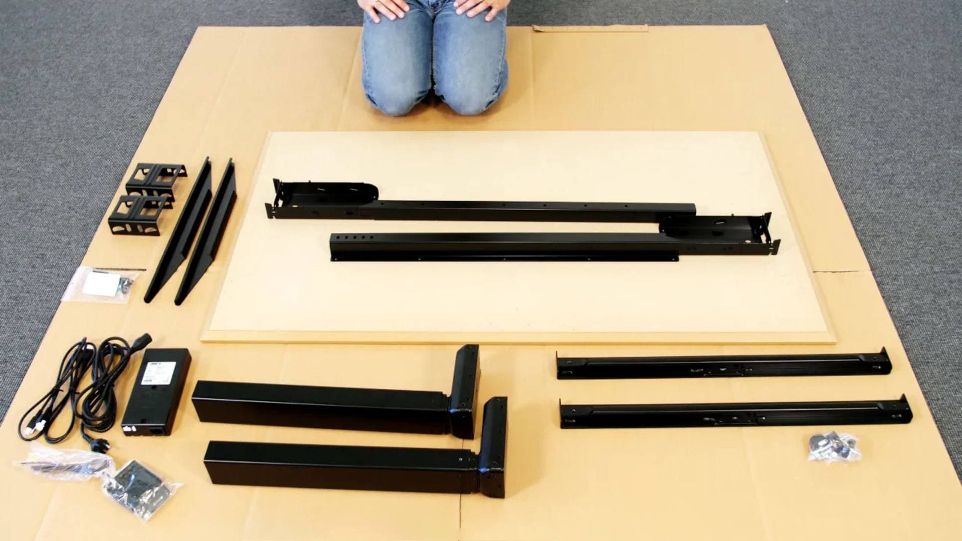 Desk Frame 1: Hvordan montere et skrivebord