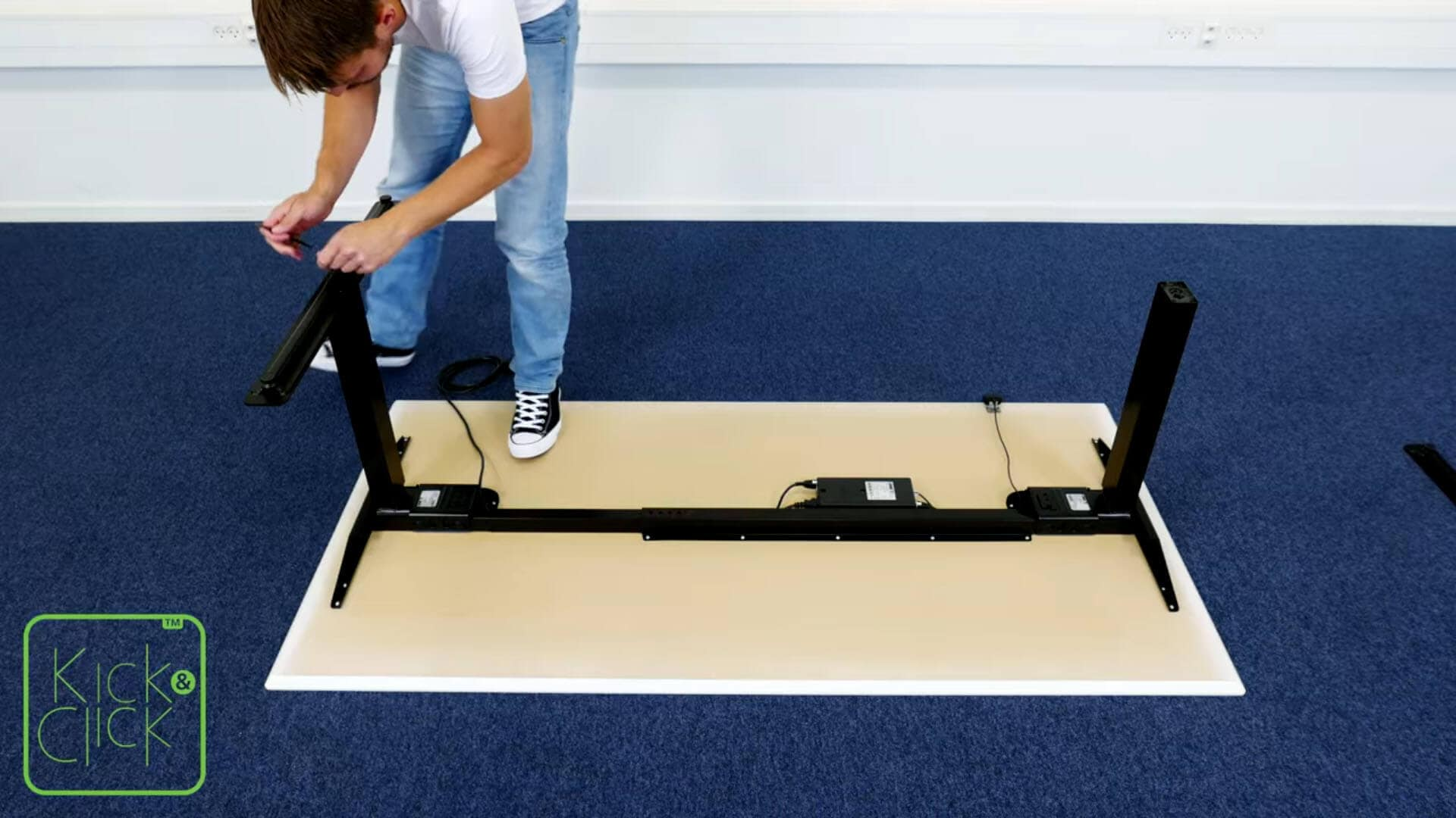 Cómo desmantelar un escritorio de oficina Kick & Click de LINAK