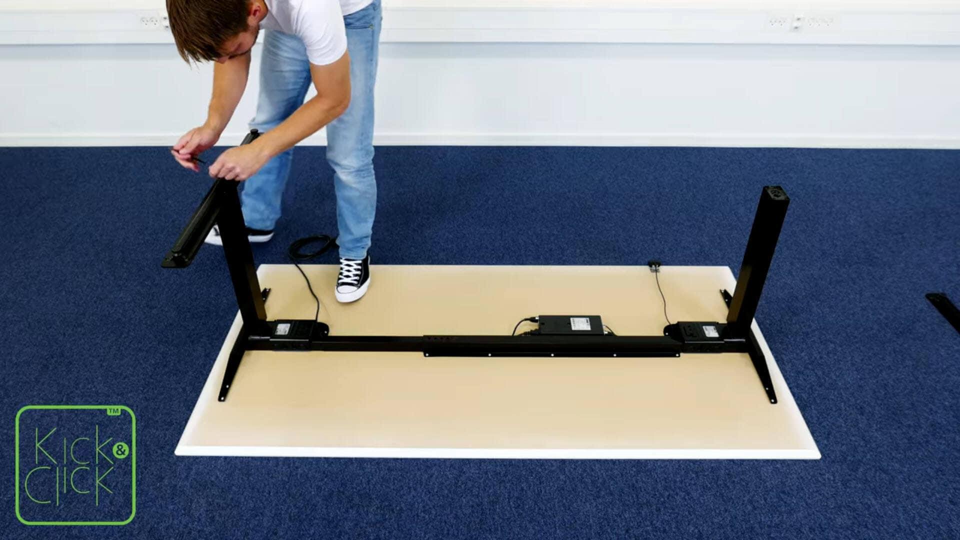 LINAK Kick & Click 방식의 사무실 책상 조립을 쉽게 분해하는 방법