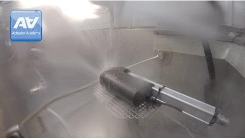 産業用電動シリンダーの防塵・防水試験