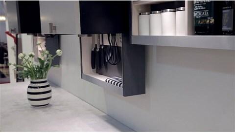 LINAK y HTH: Utilización innovadora del espacio de almacenamiento y la ajustabilidad de la altura en la cocina.