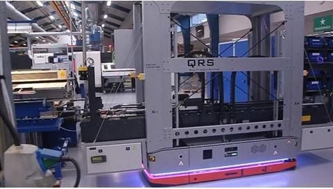 Materialehåndtering 101 – Unik mobil robot i funktion i maskinforarbejdning hos LINAK®