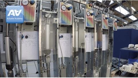 Pruebas de durabilidad mecánica en actuadores eléctricos de uso industrial